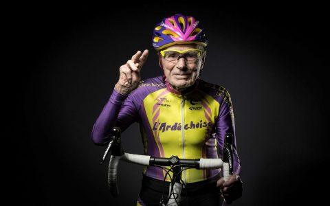 Il prend sa retraite du cyclisme... à 106 ans!