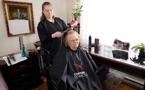 Un « nouveau » métier : le coiffeur social