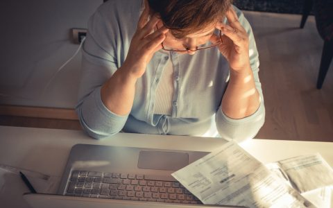 Des Canadiens forcés de rembourser des trop-payés : le fédéral choisit la facilité