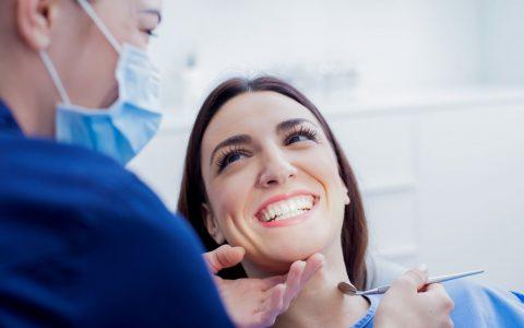 Les dentistes spécialistes, qui sont-ils et que font-ils?