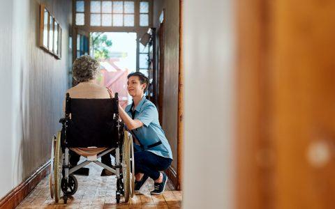 Budget Québec 2021: investir dans les soins à domicile