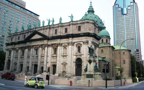 La Basilique-cathédrale Marie-Reine-du-Monde et l'Église anglicane Saint-GeorgesCOMPLET