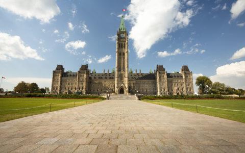 Budget fédéral : le gouvernement Trudeau doit bonifier les prestations de vieillesse