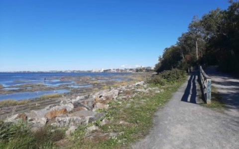 Marche en plein air au sentier du Littoral et de la rivière